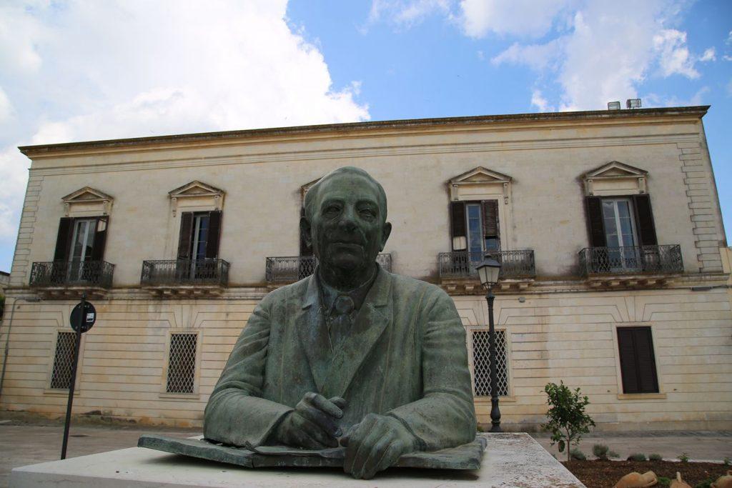 Domani Casa Comi a Lucugnano ospita l'incontro con i poeti turchi Osman Ozturk e Mesut Senol