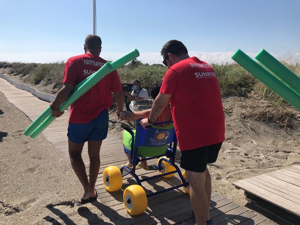 """Spiaggia attrezzata per la fisioterapia in mare: il successo della terza edizione del  progetto """"Il mare di tutti"""""""