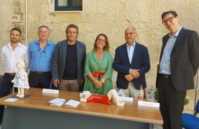 Martina alla Provincia di Lecce e Avigail al Museo ebraico: oggi la  consegna delle due bambine di argilla di Margherita Grasselli