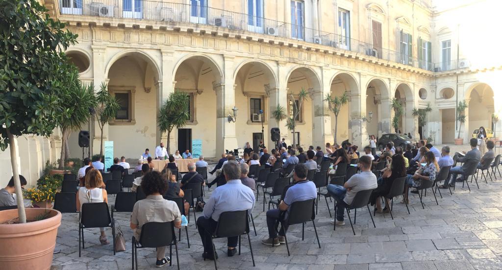 Consulta ambientale della Provincia di Lecce, con la plenaria individuate le priorità: forestazione, energia, rifiuti, prevenzione degli incendi