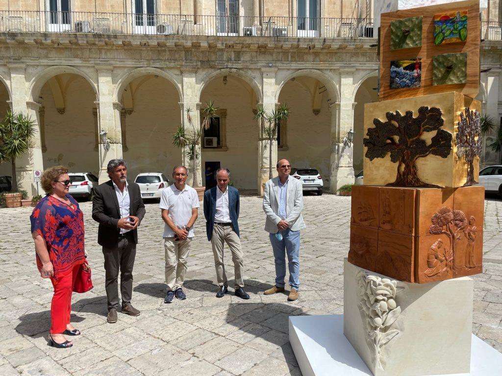 Radici, Oro, Mediterraneo: nell'atrio di Palazzo dei Celestini a Lecce l'inaugurazione dell'opera del Liceo Artistico Della Notte di Poggiardo per il progetto Palimpsest